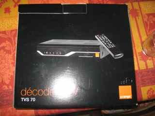 la livraison postale des premiers terminaux satellite orange pour la tv d 39. Black Bedroom Furniture Sets. Home Design Ideas